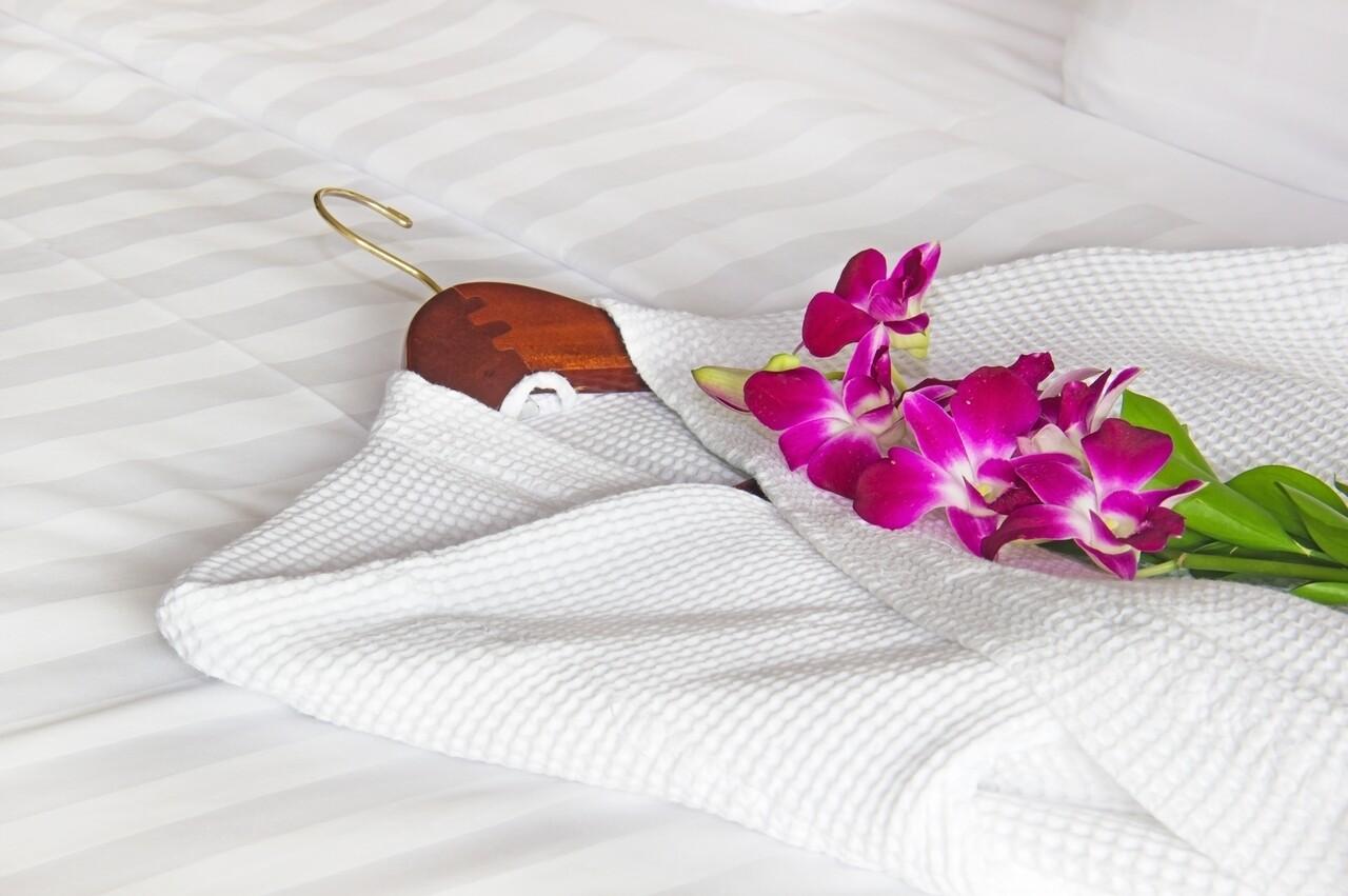 Halat de baie pentru SPA, Hotel Line Bedora,  marime universala, 100% bumbac, 220 gr/mp, alb