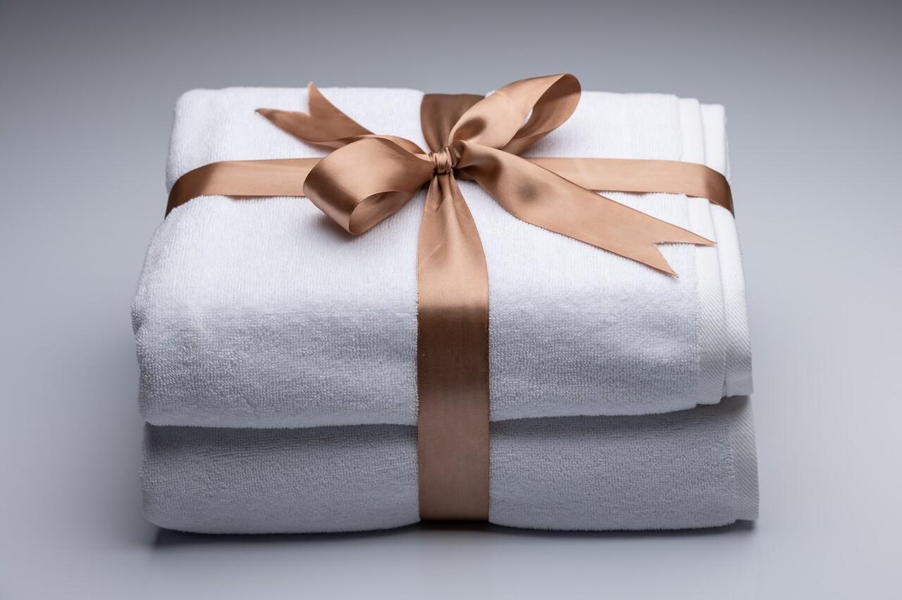 Set  prosoape pentru fata, Boutique, 50 x 90 cm, 100% bumbac cardat, 550 gr/mp, alb